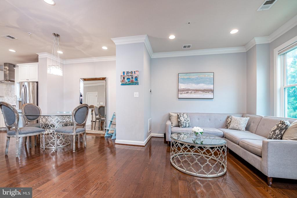 Custom trim, hardwood floors and overhead lighting - 3504 11TH ST S, ARLINGTON