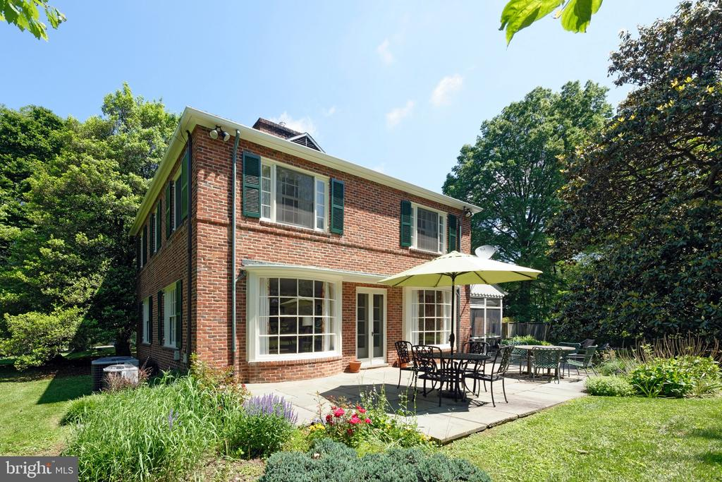 Great spaces for open air entertaining - 501 W WASHINGTON ST, MIDDLEBURG