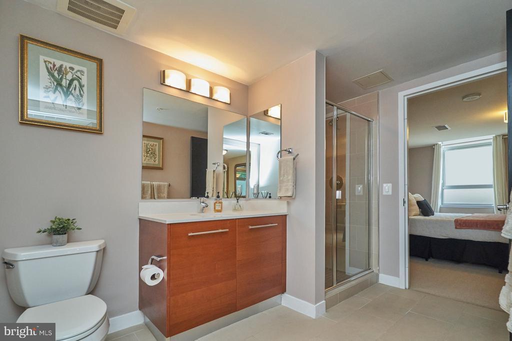 Main Floor Bathroom - 12025 NEW DOMINION PKWY #G-118, RESTON