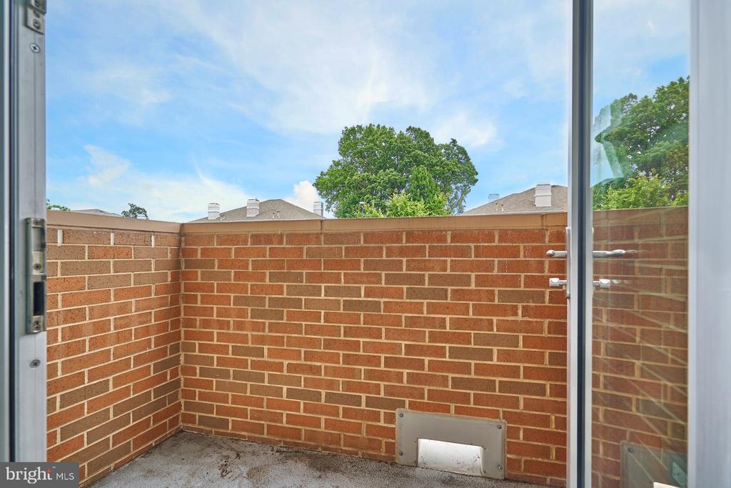 Private Balcony - 12025 NEW DOMINION PKWY #G-118, RESTON
