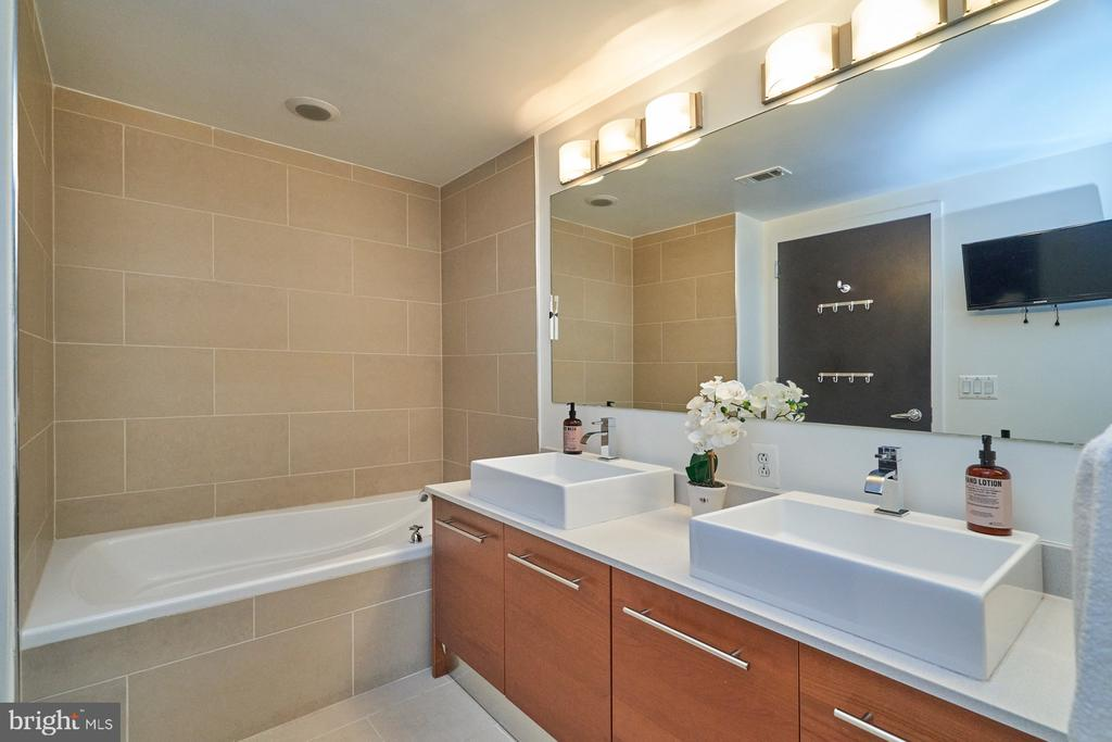Owner's Bath with Dual Sink Vanity - 12025 NEW DOMINION PKWY #G-118, RESTON
