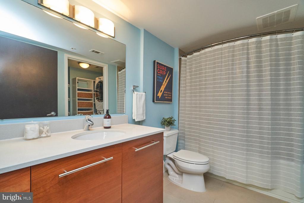 Second Floor Hall Bath - 12025 NEW DOMINION PKWY #G-118, RESTON
