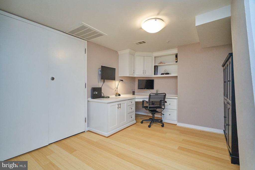 Upstairs Office - 12025 NEW DOMINION PKWY #G-118, RESTON