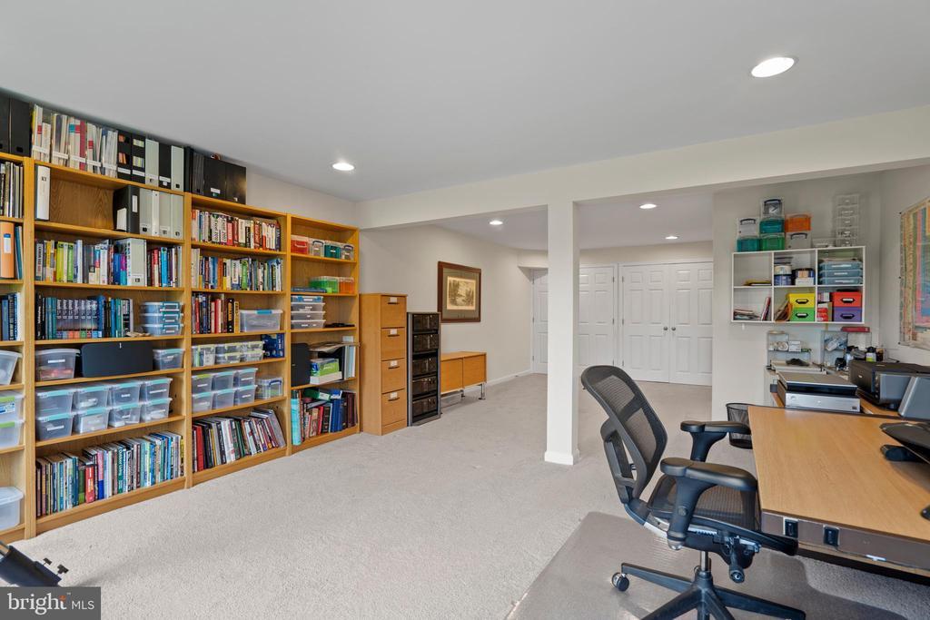 5th extra large bedroom or office playroom - 43264 HEAVENLY CIR, LEESBURG