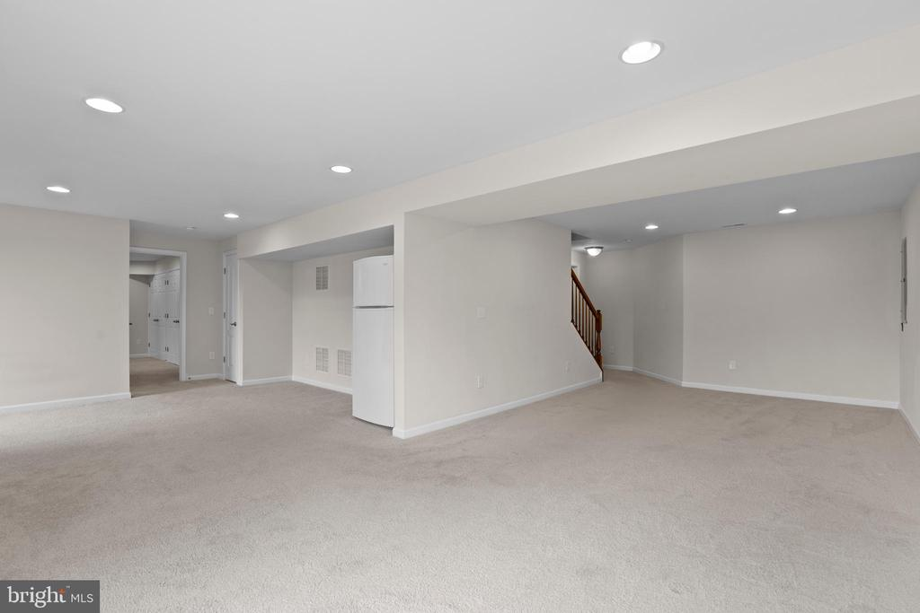 Finished Lower Level with enormous rec rooms - 43264 HEAVENLY CIR, LEESBURG