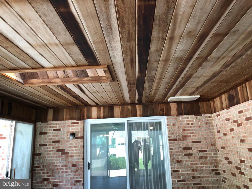Inside sunroom - 8 WOODROW DR, STAFFORD