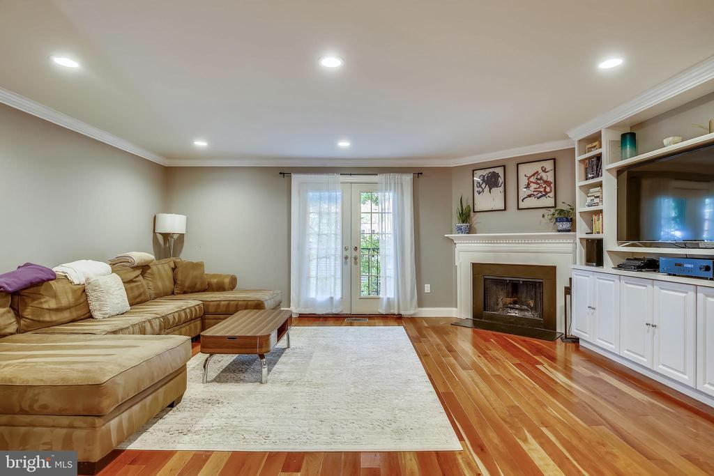 Beautiful Living Room with recess lighting - 1176 N UTAH ST, ARLINGTON