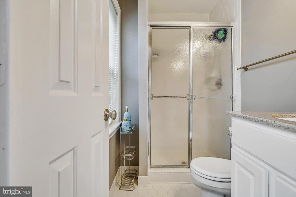 Master Bathroom - 1176 N UTAH ST, ARLINGTON