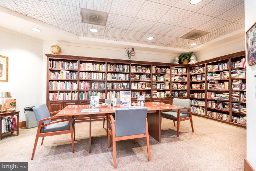 Community Library - 205 YOAKUM PKWY #1818, ALEXANDRIA