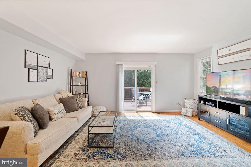 Living Room - Big, Bright, Open, & Spacious! - 8486 SPRINGFIELD OAKS DR, SPRINGFIELD