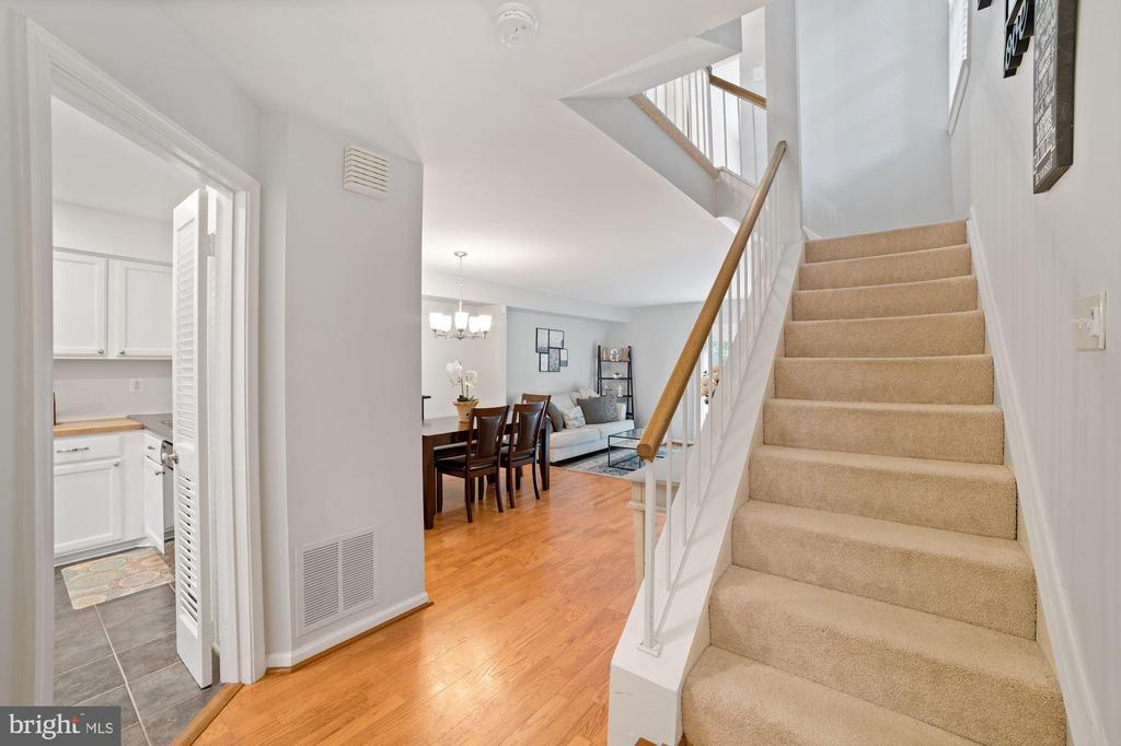 Foyer - Hardwood Floors - 8486 SPRINGFIELD OAKS DR, SPRINGFIELD