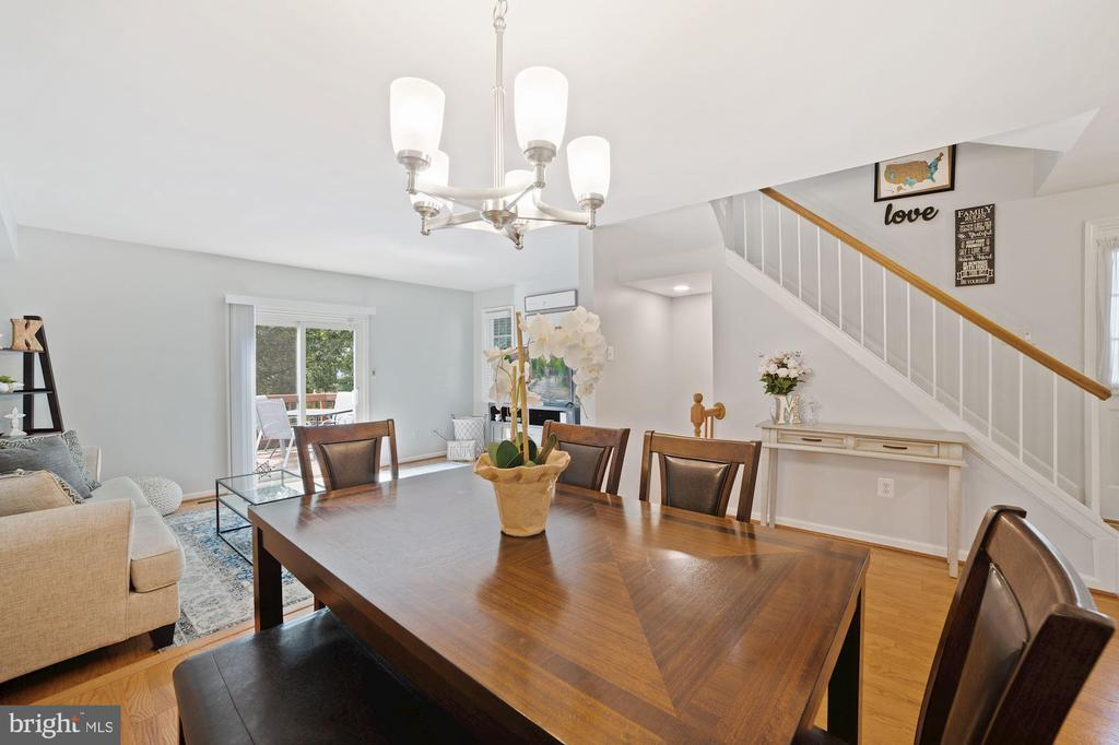 Dining Room Opens Handsomely to Living Room - 8486 SPRINGFIELD OAKS DR, SPRINGFIELD