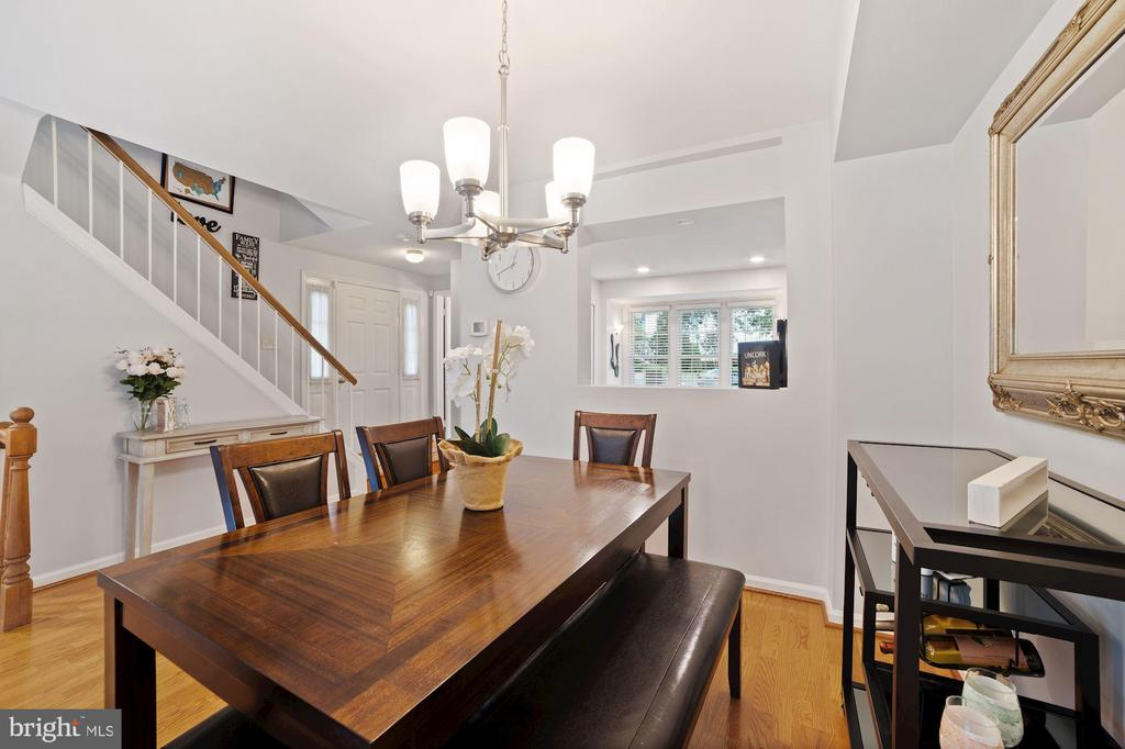 Dining Room Opens Beautifully to Kitchen - 8486 SPRINGFIELD OAKS DR, SPRINGFIELD