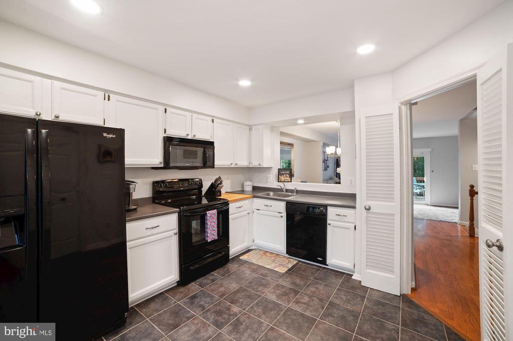 Kitchen - 12 x 12 Slate Gray Ceramic Tile - 8486 SPRINGFIELD OAKS DR, SPRINGFIELD