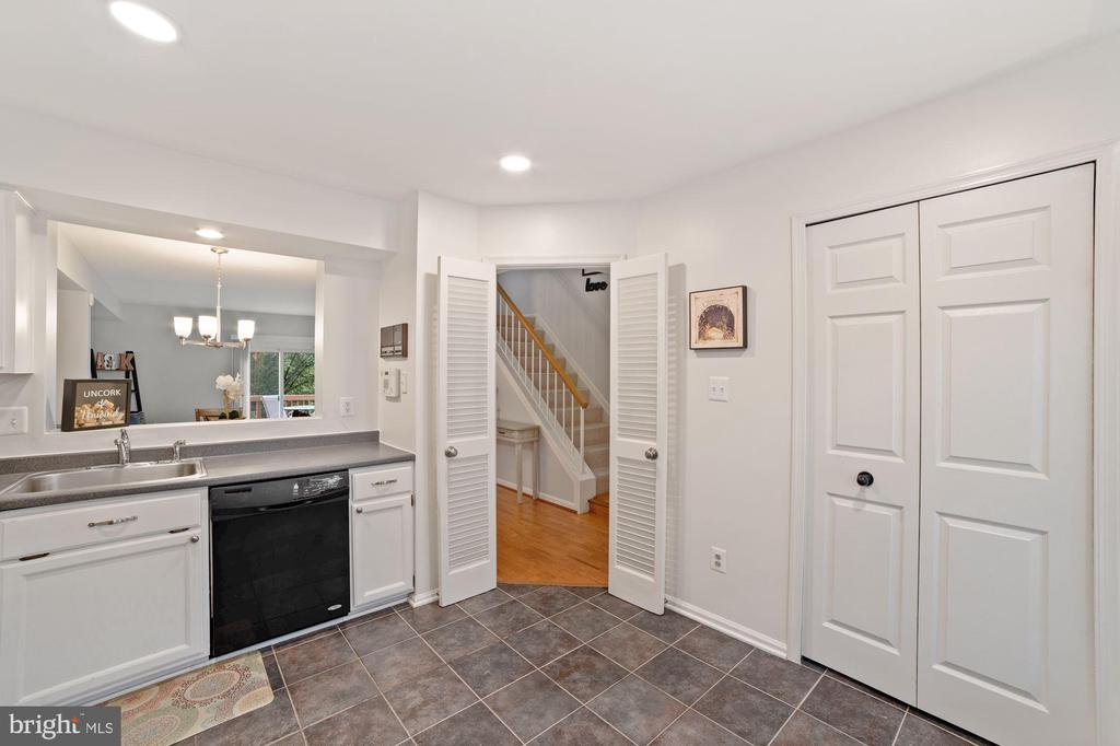 Kitchen Opens Beautifully to Dining Room - 8486 SPRINGFIELD OAKS DR, SPRINGFIELD