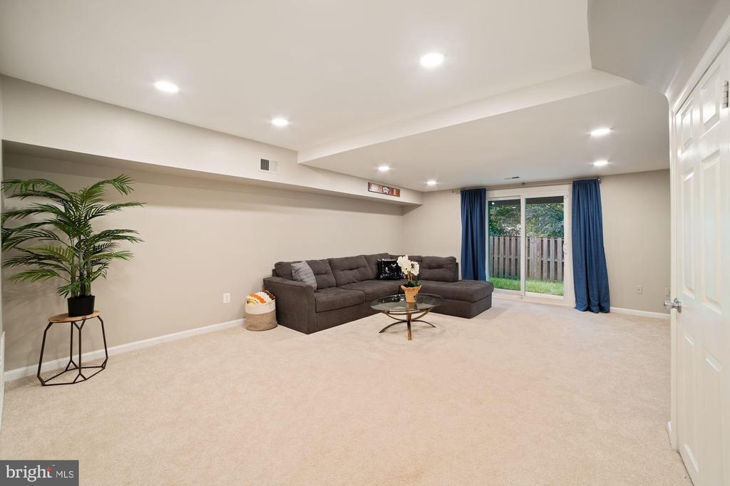 Basement / Family Room / Rec Room - VERY SPACIOUS! - 8486 SPRINGFIELD OAKS DR, SPRINGFIELD