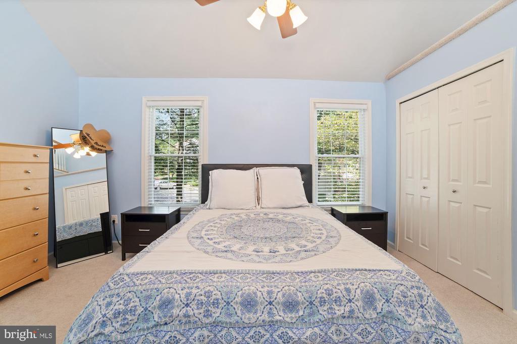 Master Bedroom - Spacious - Ceiling Fan - 8486 SPRINGFIELD OAKS DR, SPRINGFIELD