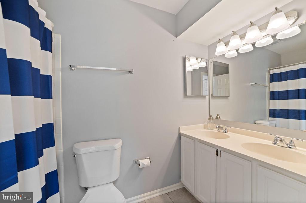 Master Bathroom Features