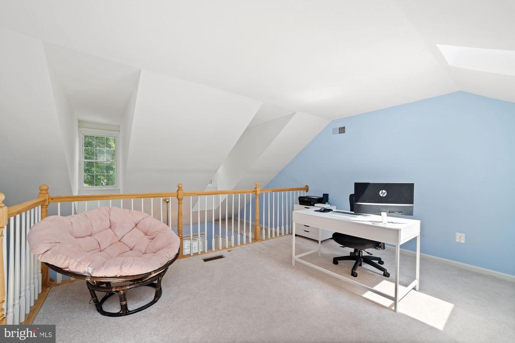 Loft - Get Creative with this Room! - 8486 SPRINGFIELD OAKS DR, SPRINGFIELD