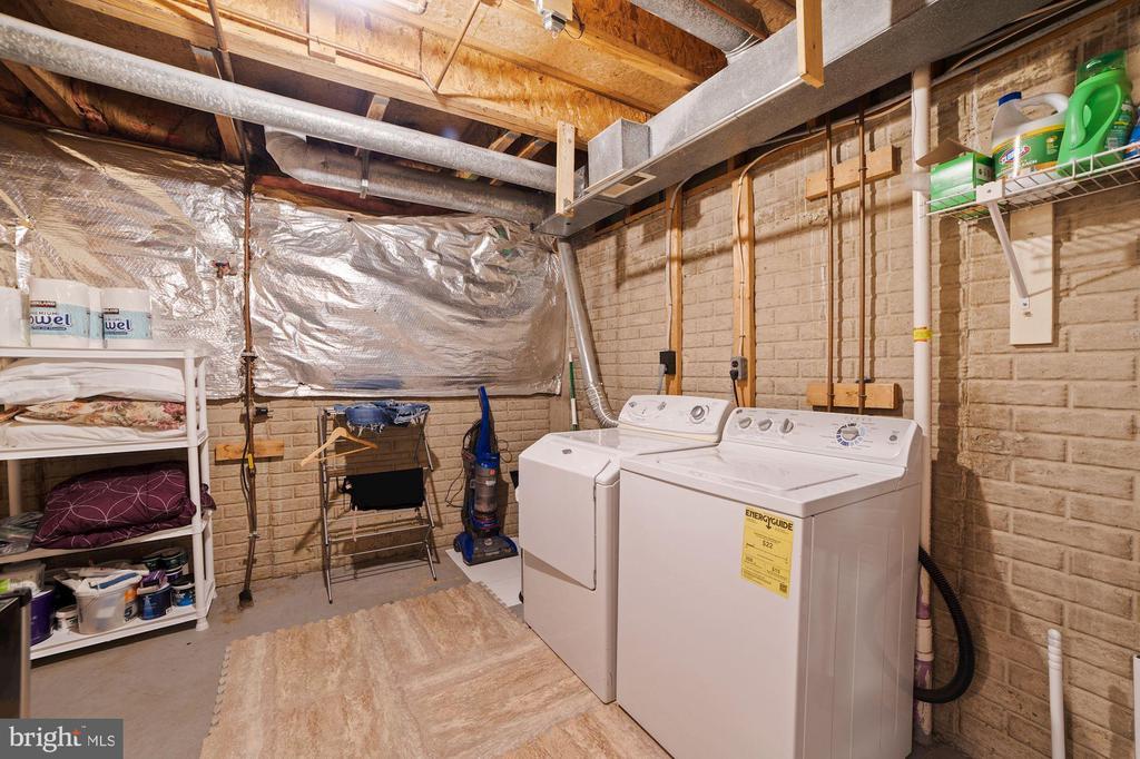 Laundry Room & Storage Room - Spacious & Bright! - 8486 SPRINGFIELD OAKS DR, SPRINGFIELD