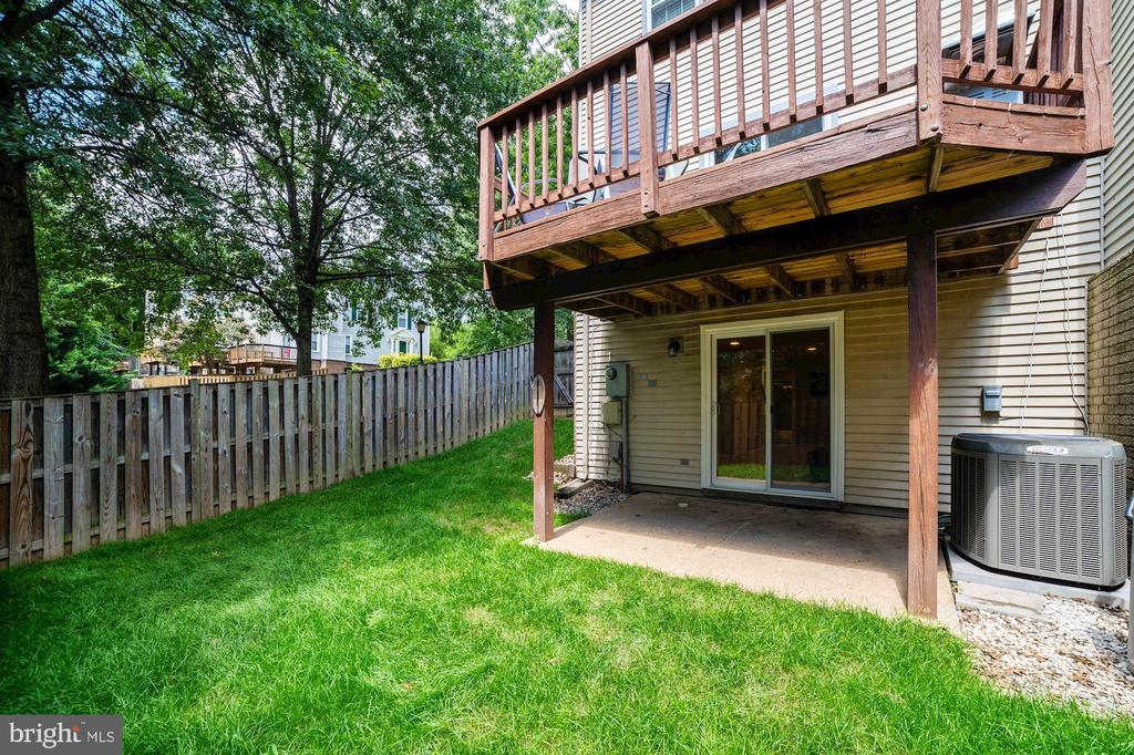 Bonus Side Yard (Since this Home is an End Unit!) - 8486 SPRINGFIELD OAKS DR, SPRINGFIELD