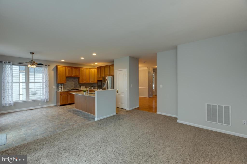 Lots of natural light! - 43058 BARONS ST, CHANTILLY