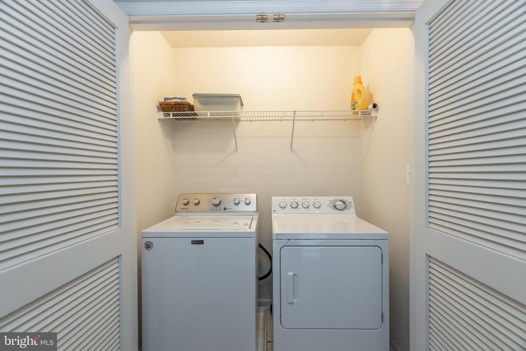 Upper level laundry makes washing easy! - 43058 BARONS ST, CHANTILLY