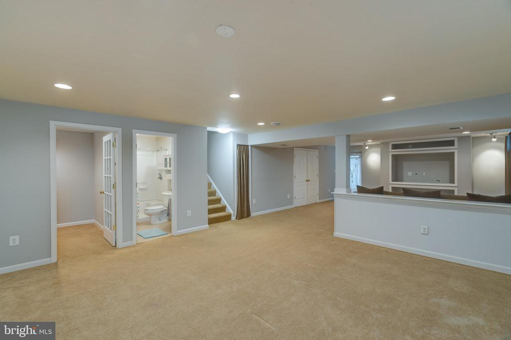 Great area for a game room or play room! - 43058 BARONS ST, CHANTILLY