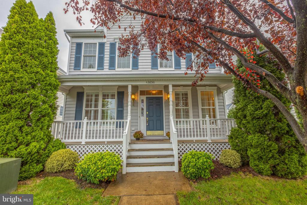Beautiful curb appeal! - 43058 BARONS ST, CHANTILLY