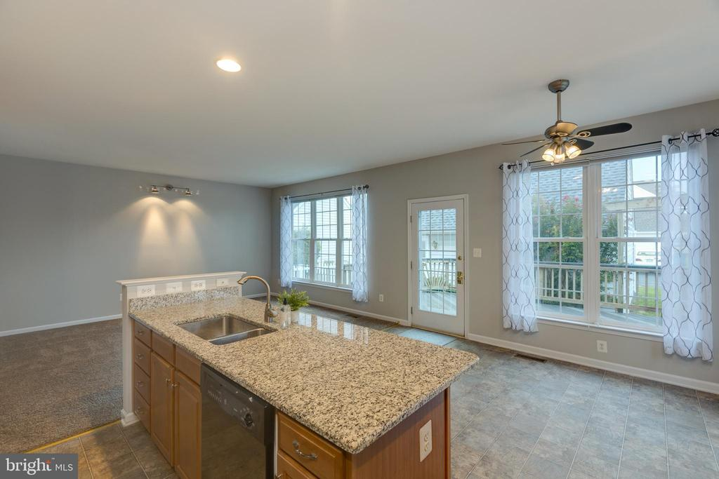 Open & bright! - 43058 BARONS ST, CHANTILLY