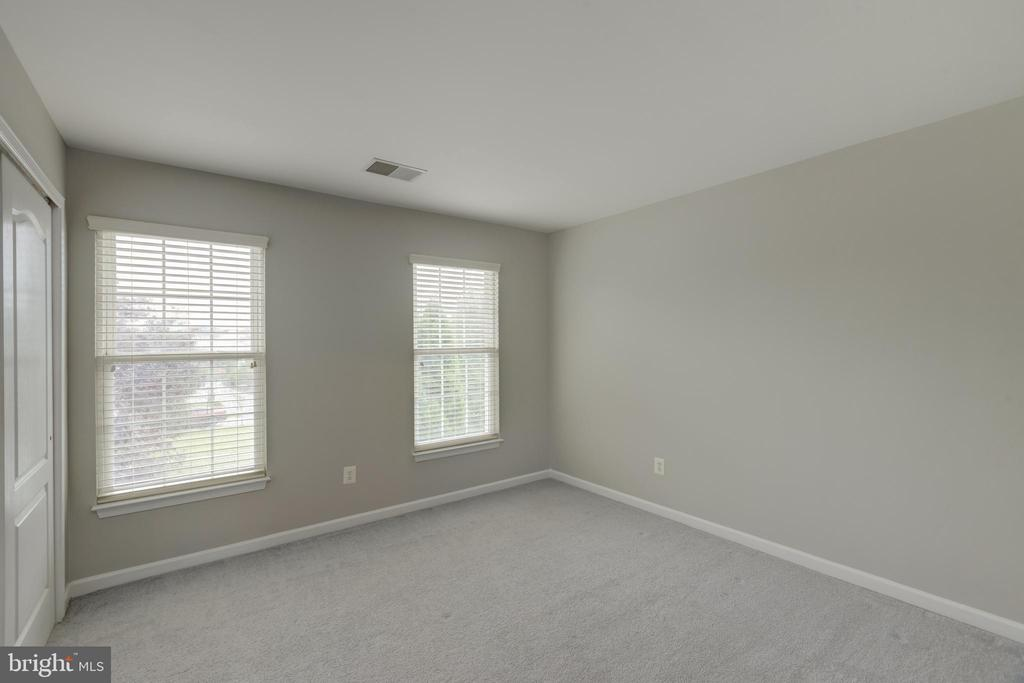 Oversized bedroom #3 with closet! - 43058 BARONS ST, CHANTILLY