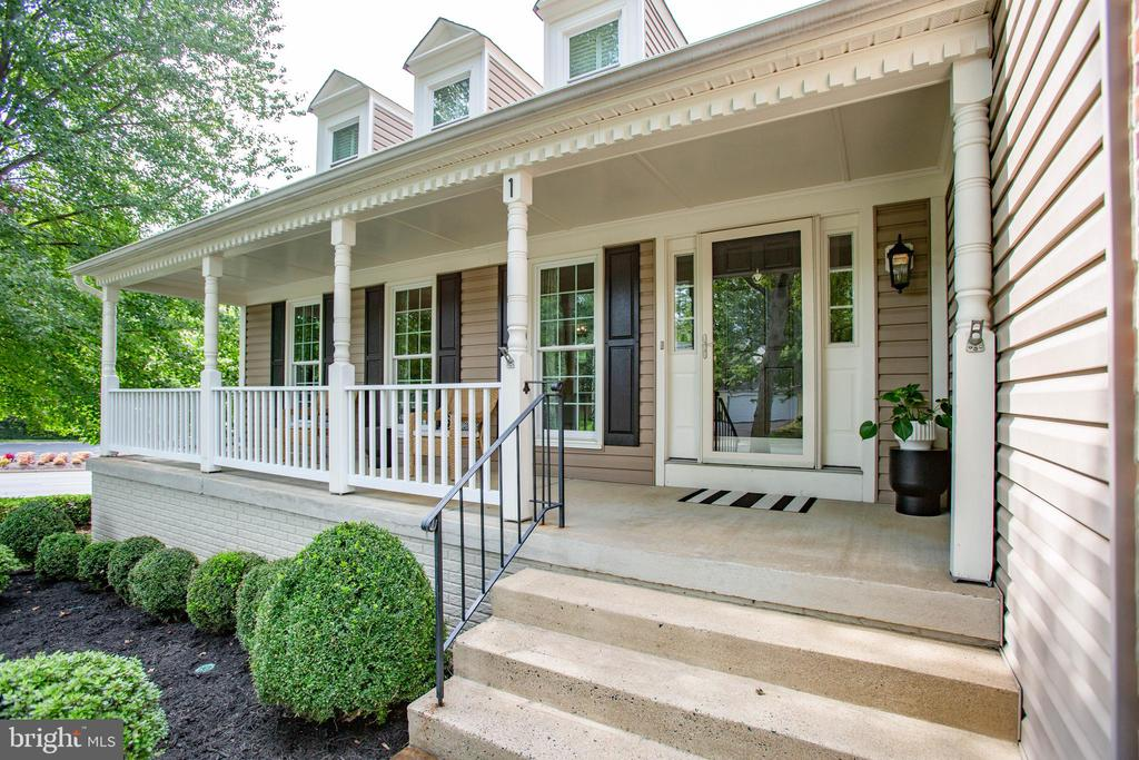 Front porch railings are perma-plank - 1 NEW BEDFORD CT, STAFFORD