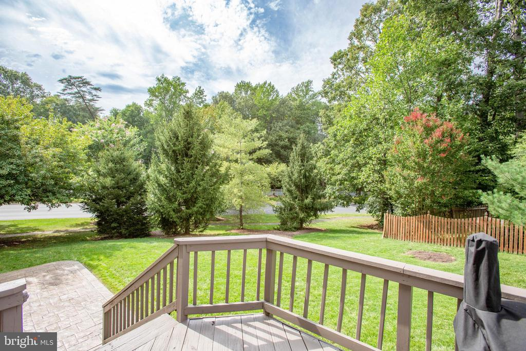 Great entertaining space - 1 NEW BEDFORD CT, STAFFORD