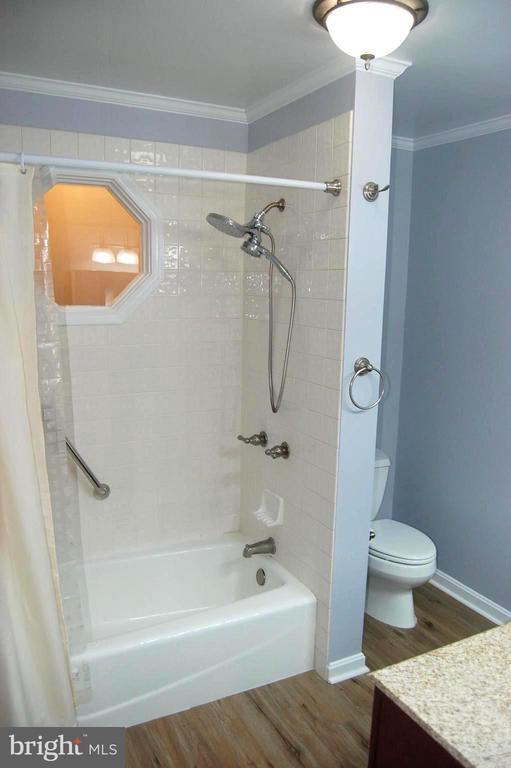 Upper Level Bath - 4509 PEACOCK AVE, ALEXANDRIA