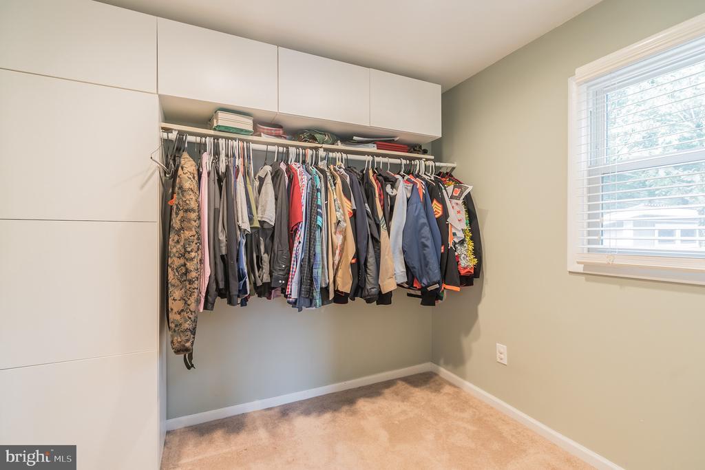 Huge master closet - 19133 WINDSOR RD, TRIANGLE