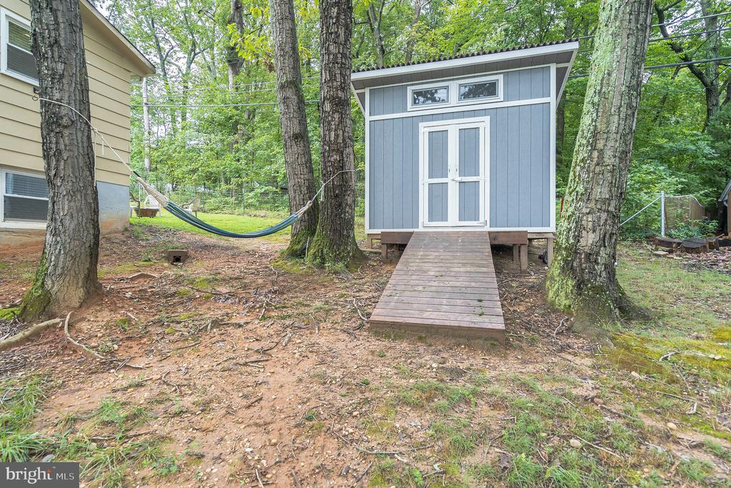 Shed for extra storage - 19133 WINDSOR RD, TRIANGLE