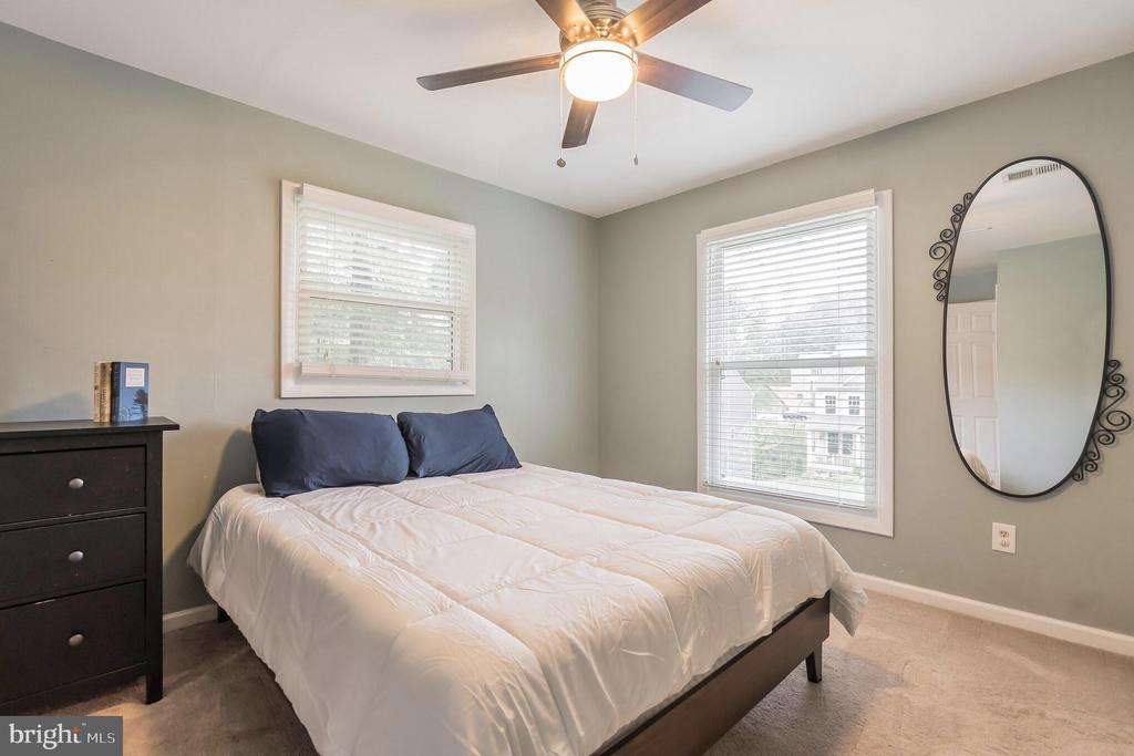 Ceiling fan in master bedroom - 19133 WINDSOR RD, TRIANGLE