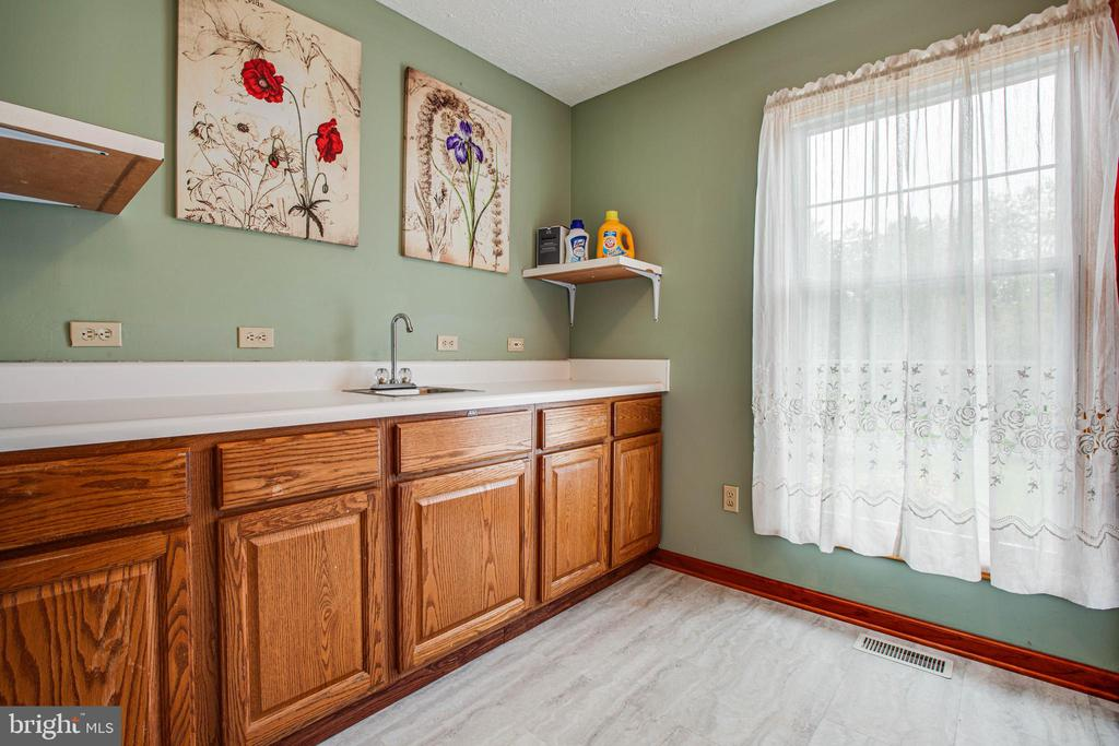 Laundry Room with two Sinks (Laundry Utility Sink) - 1546 W OLD MOUNTAIN RD, LOUISA