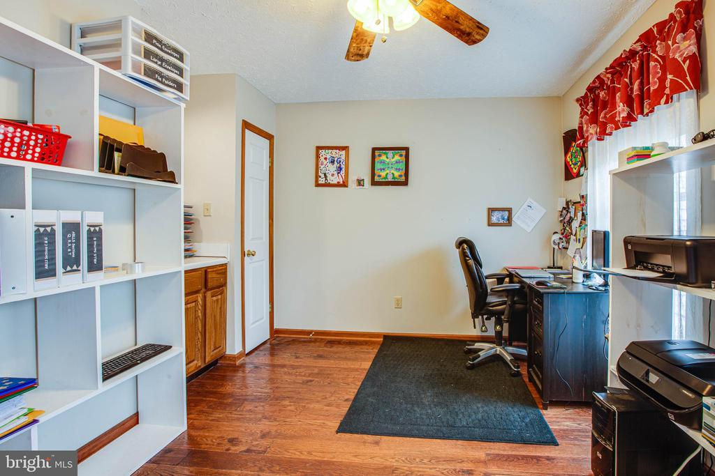 Main Level Office with Sink - 1546 W OLD MOUNTAIN RD, LOUISA