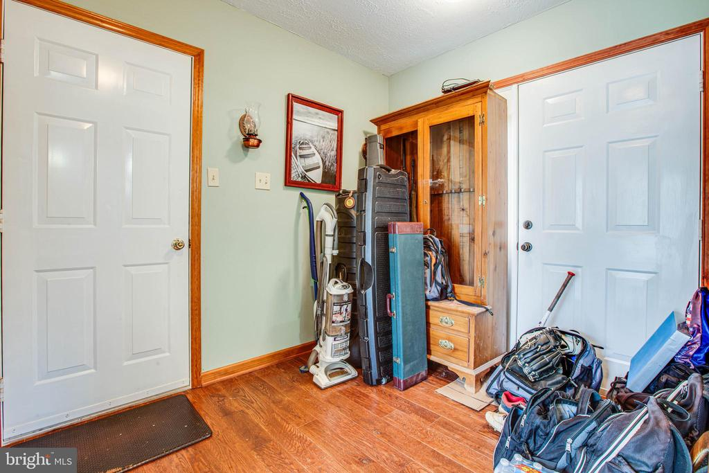 Mud Room - 1546 W OLD MOUNTAIN RD, LOUISA