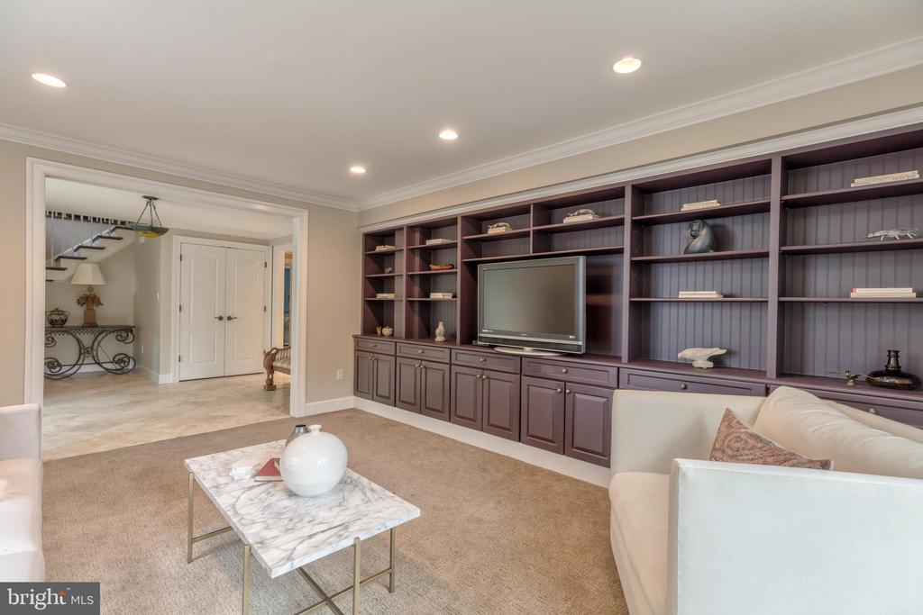 Expansive built in bookshelves - 3629 ALBEMARLE ST NW, WASHINGTON
