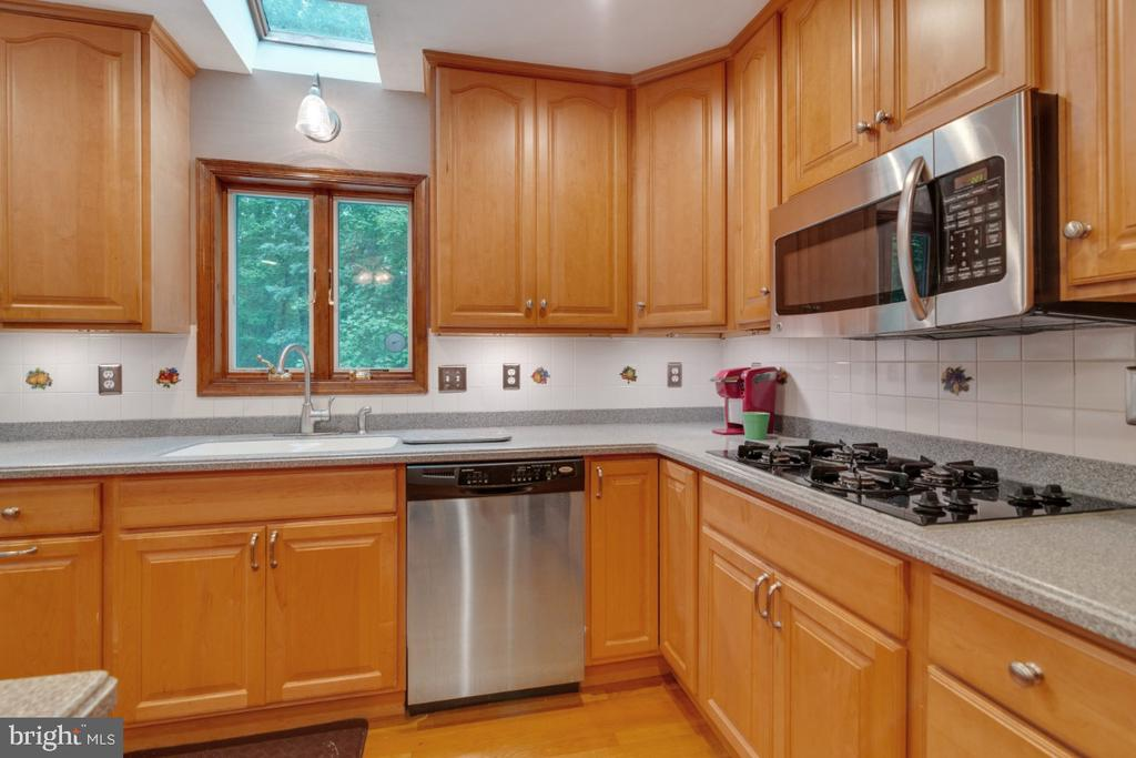 Stainless and black appliances - 13613 BETHEL RD, MANASSAS