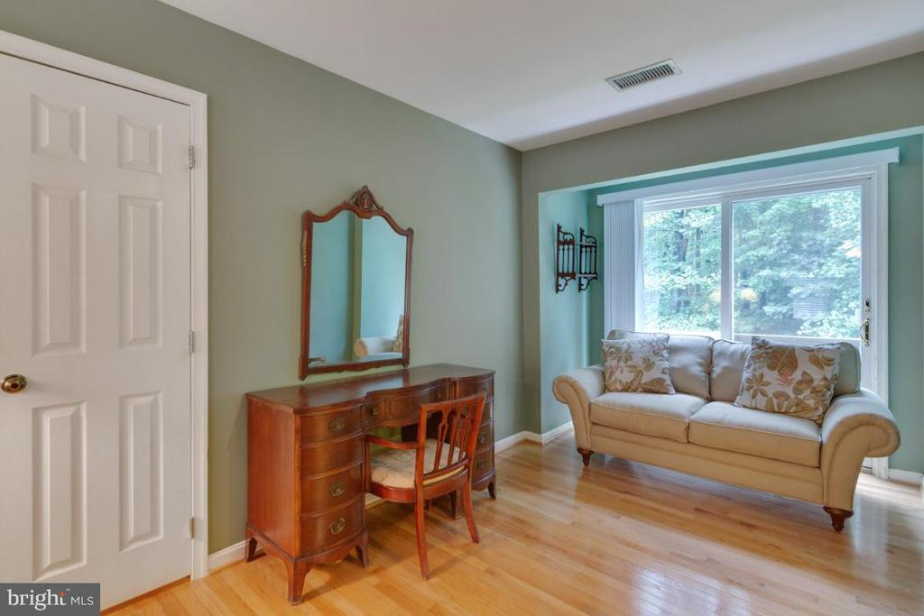 Sitting area of owner's suite - 13613 BETHEL RD, MANASSAS