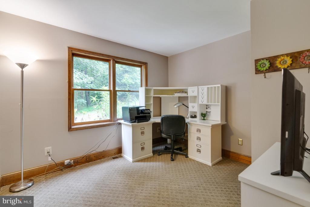 Small bedroom (or office) on main floor - 13613 BETHEL RD, MANASSAS