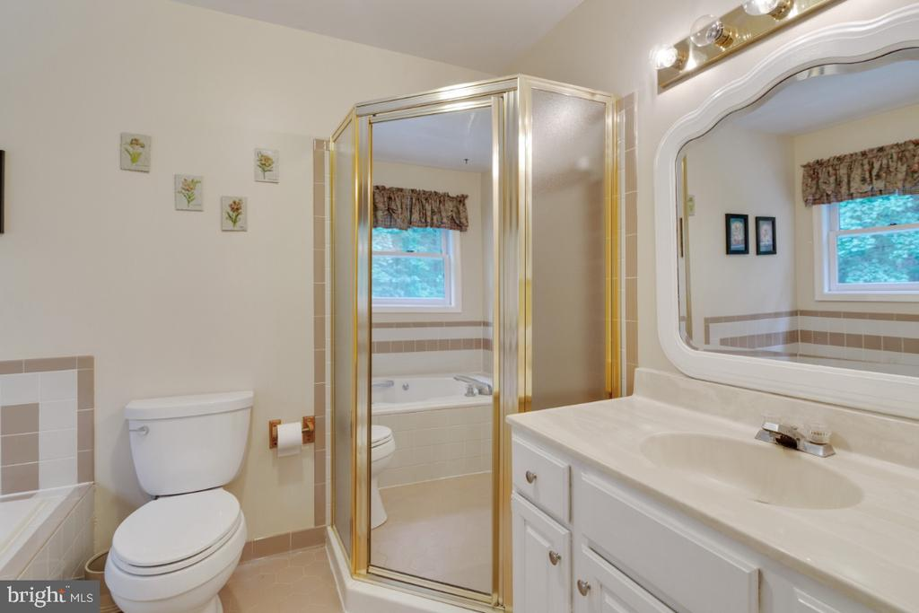 En-suite bath - 13613 BETHEL RD, MANASSAS