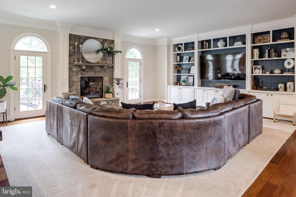 Formal Living Room with Fireplace - 17814 RUNNING COLT PL, LEESBURG