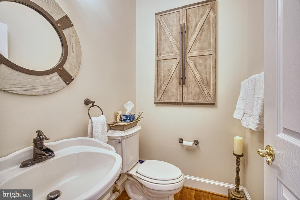 Main Level Powder Room - 7421 DUNQUIN CT, CLIFTON