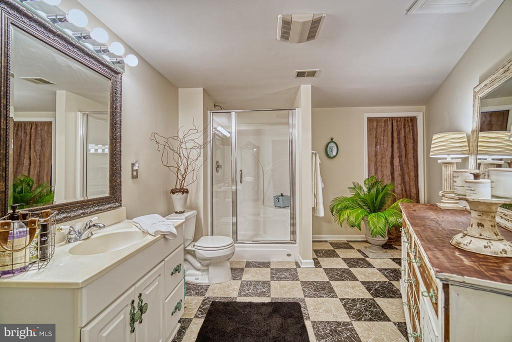 Large Full Bath - 7421 DUNQUIN CT, CLIFTON