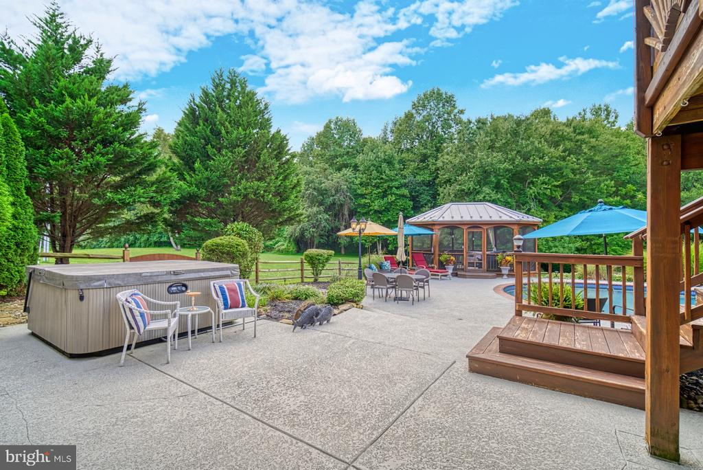 Fabulous Patio w/ Hot Tub and Gazebo - 7421 DUNQUIN CT, CLIFTON