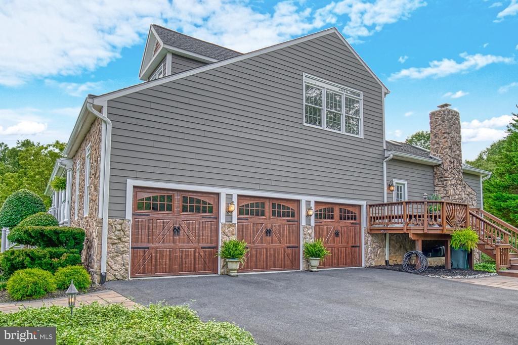 Three Car Garage - 7421 DUNQUIN CT, CLIFTON